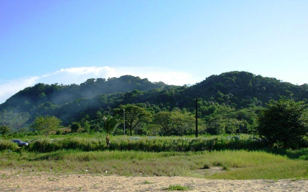 Les collines de Rémire avec les montagnes à Colin et des Jésuites.